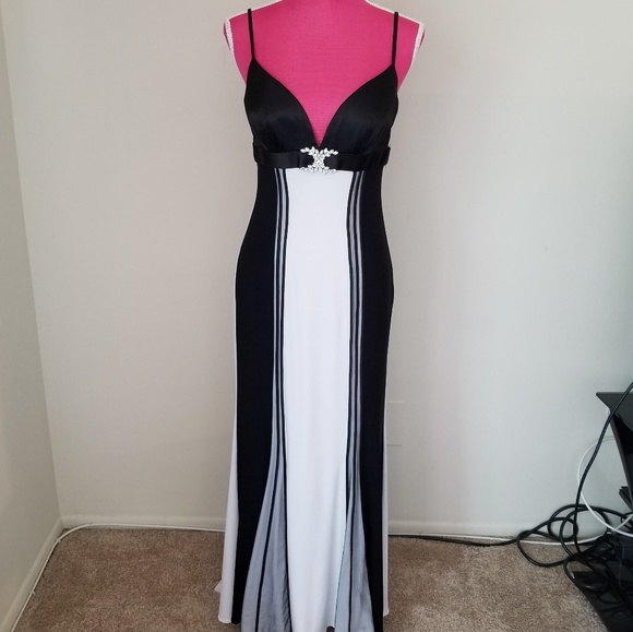 Faviana Dresses & Skirts - Faviana couture gown